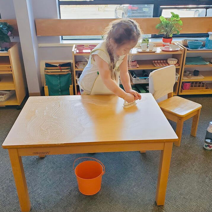 Washing the table in the classroom